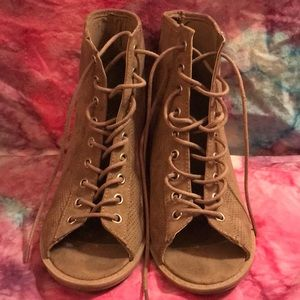 Women's Qupid Tan Lace-up Heeled Booties Size 7.5